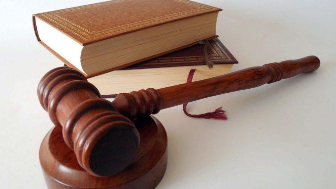 פטיש בית משפט וספרי חוק